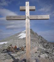 Крест перед последней ступенью на Народную