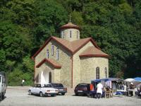 Храм у скалы с ликом Христа
