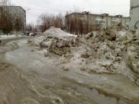 Во дворе Парковой